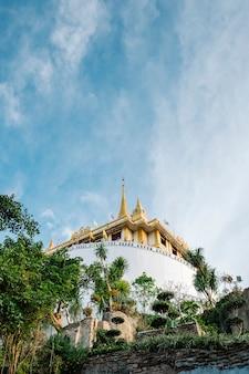 Tajlandzka złocista halna świątynia