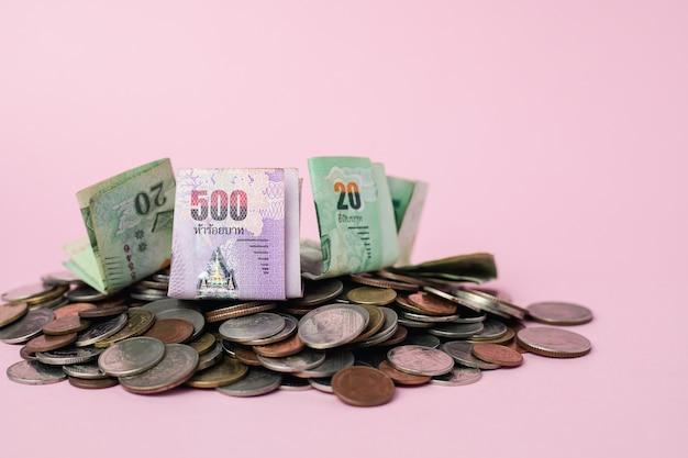 Tajlandzkie waluty pieniądze i banknotu monety dla biznesu, finanse, inwestyci i oszczędzania pieniądze pojęcia ,.