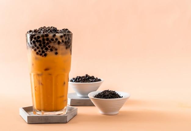 Tajska herbata mleczna z bąbelkami