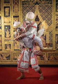 Tajska postać pantomimy wykonująca piękny taniec