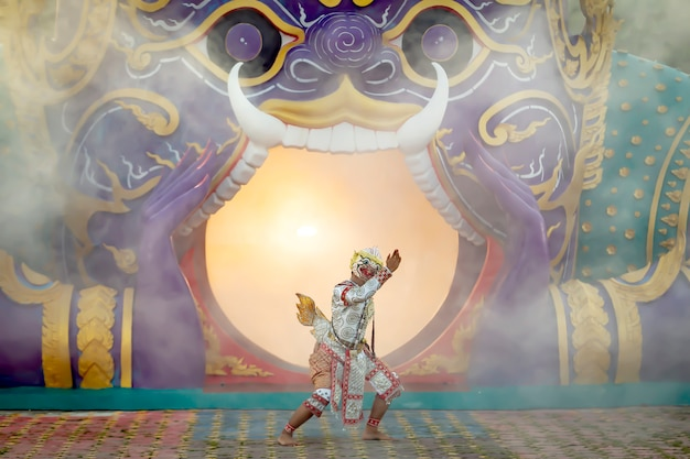 Tajska scena tańca pantomimy dzieci hanumana i suphana matcha, które nazywa się matchanu