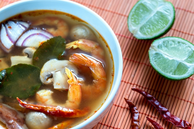 Tajska zupa tom yum
