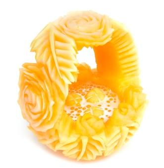 Tajski deser tapioka perły z mlekiem kokosowym i okrągłym kwiatem melona