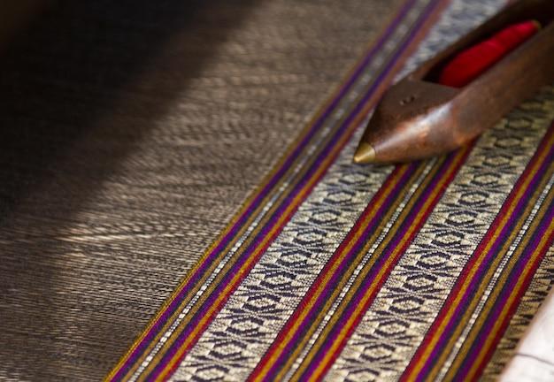 Tajski jedwab tkany ręcznie, wzór w linie, ręcznie tkany jedwab i rzemiosło