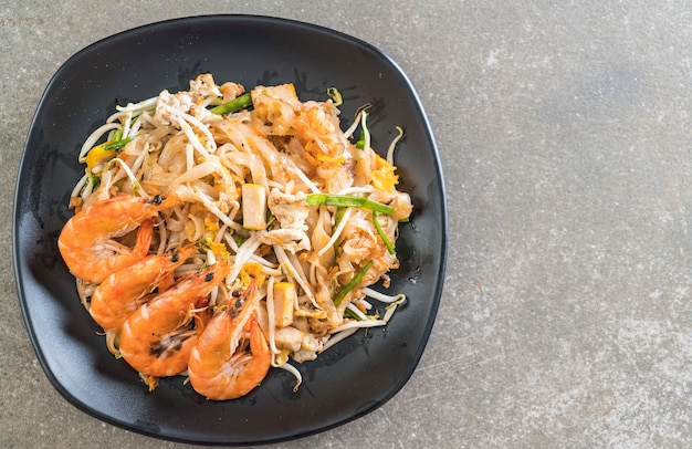 """Tajski smażony makaron """"pad thai"""" z krewetkami"""