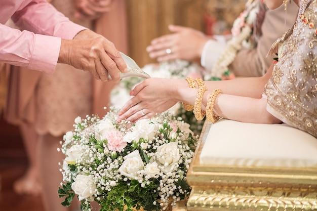 Tajski tradycyjny ślub i dekoracje