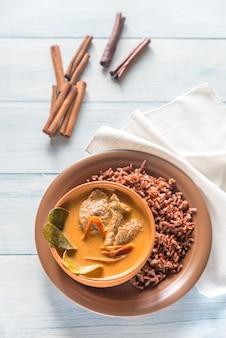 Tajskie curry panang z czerwonym ryżem