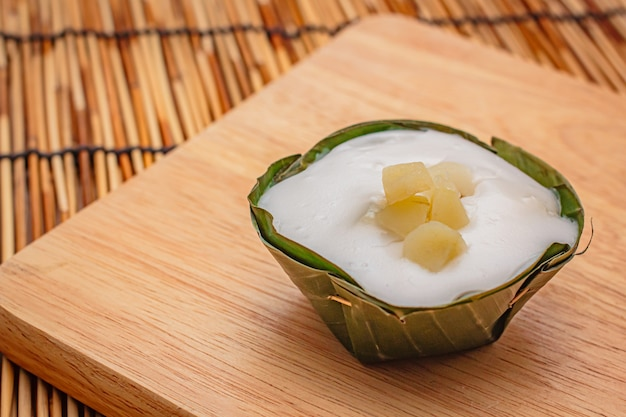 Tajskie desery w liściu bananowca.