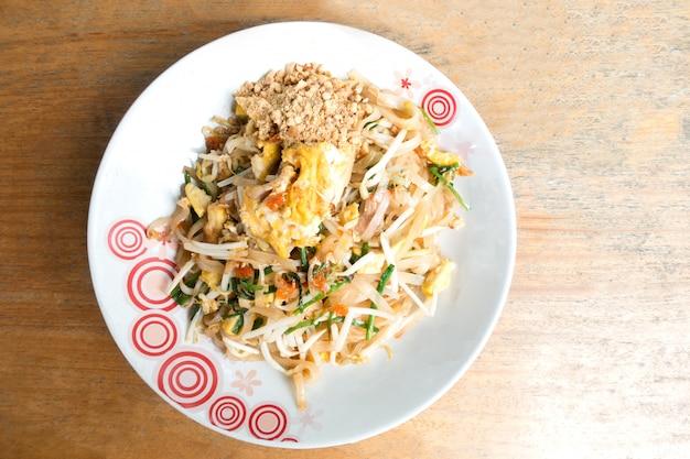Tajskie jedzenie pad thai