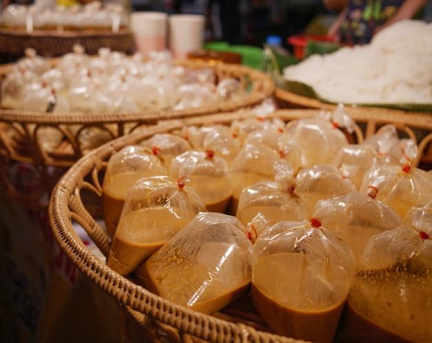 Tajskie jedzenie wegetariańskie w festiwalu wegetariańskie