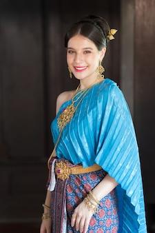 Tajskie kobiety noszące tradycyjne stroje w starożytności w okresie ayutthaya