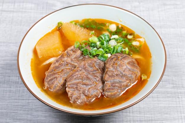 Tajwańska zupa z makaronem wołowym to danie zupy z makaronem pochodzące z tajwanu.