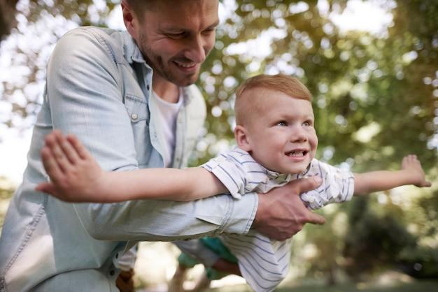 Tak bardzo kocha swojego małego chłopca