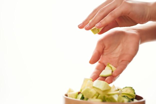 Talerz posiekanych warzyw gotowanie żywności kuchnia zdrowe odżywianie. zdjęcie wysokiej jakości