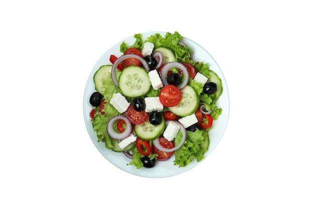 Talerz sałatka grecka na białym