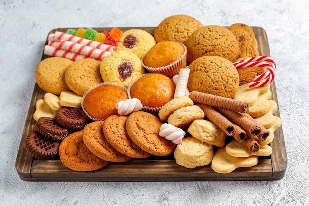 Talerz świątecznych słodyczy.