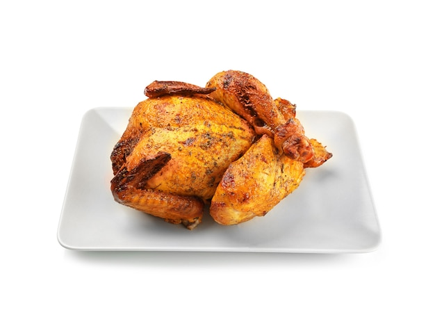 Talerz z pieczonym piwem może kurczaka na białym tle