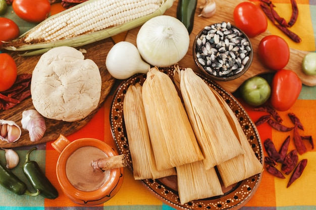Tamales mexicanos, meksykański tamale, tradycyjne pikantne jedzenie w meksyku