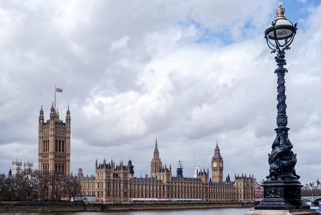 Tamiza i pałac westminsterski