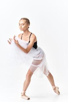 Tancerz kobieta robi ćwiczenia elastyczności