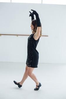 Tancerz uprawiający taniec współczesny