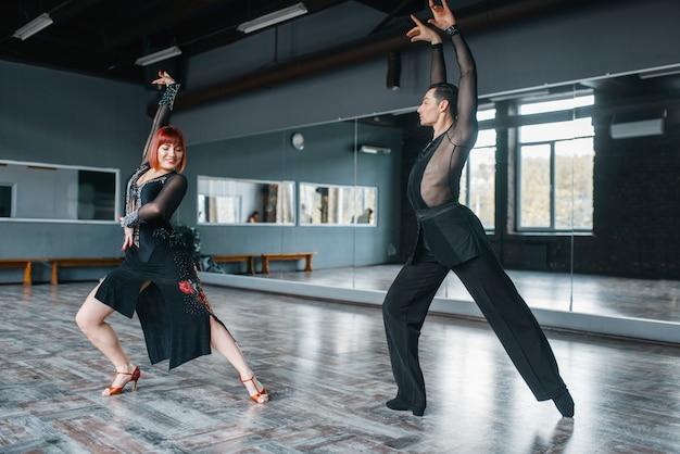 Tancerze elegancji, zajęcia z tańca ballrom w klasie