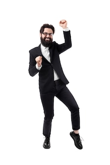Taniec biznesmen brodaty świętuje swój sukces, na białym tle