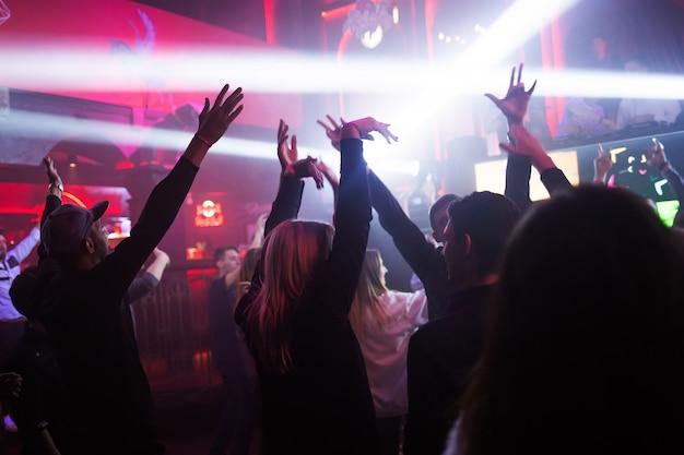 Taniec młodych ludzi