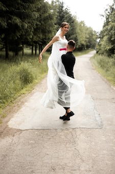 Taniec pary młodej dzień ślubu