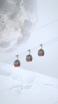Tapeta na telefon komórkowy z kolejką linową przejeżdżającą przez francuskie alpy