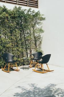 Taras i krzesło ogrodowe