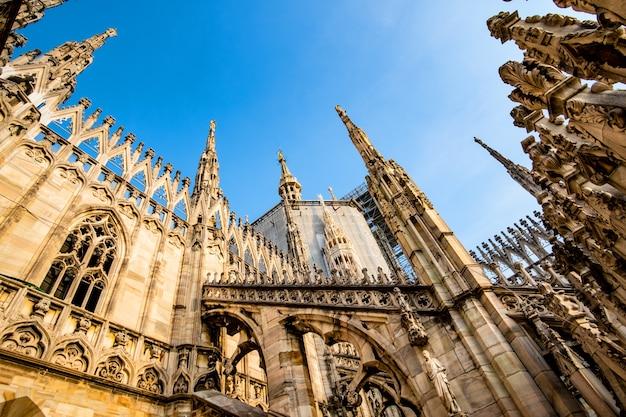 Tarasy słynnej katedry duomo w mediolanie