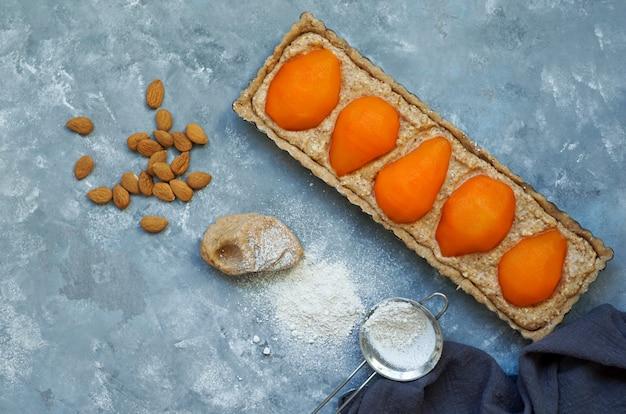 Tarta frangipane gruszka szafranowa gotowa do pieczenia