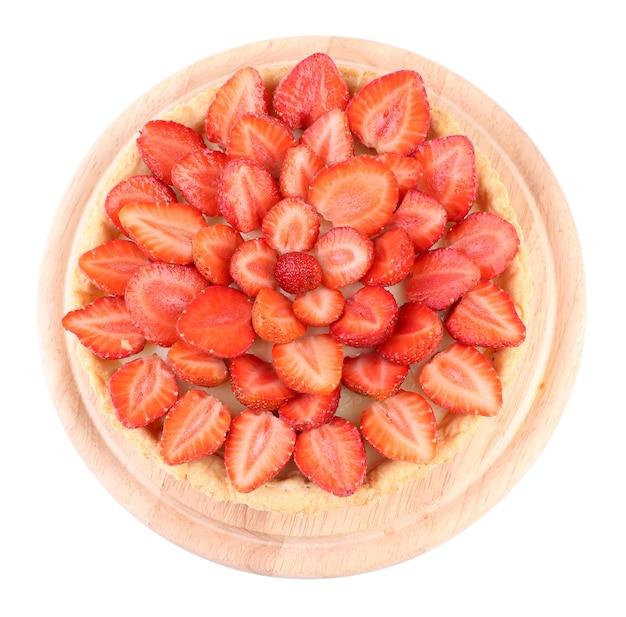 Tarta truskawkowa na białym tle