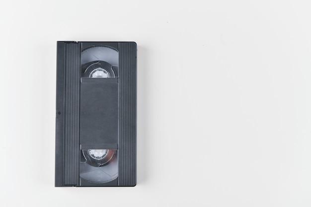 Taśma wideo. stary klasyczny taśma wideo na białym tle. retro