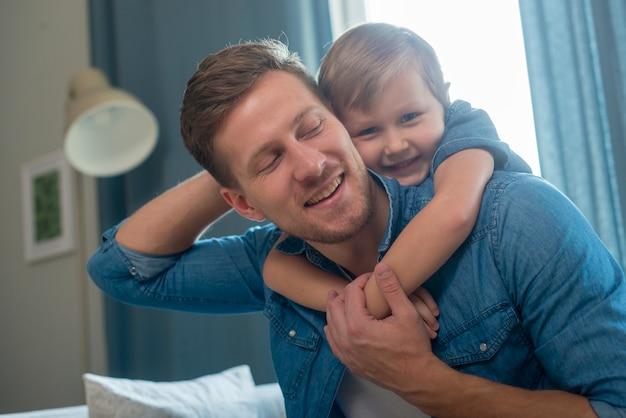 Tata i syn na dzień ojca średni strzał