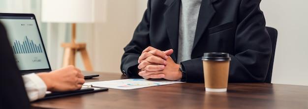 Teamwork burza mózgów spotkanie i nowy projekt startupowy w miejscu pracy