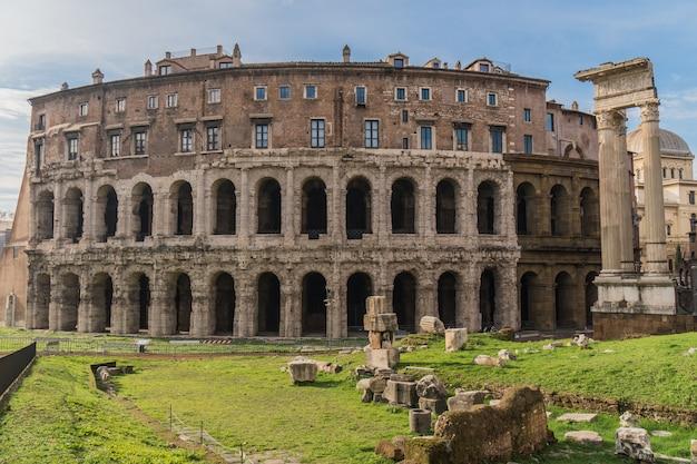 Teatro di marcello w rzymie, starożytny teatr rzymski
