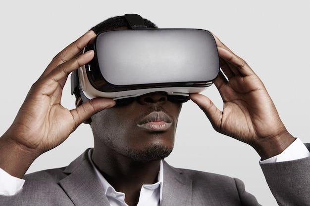 Technologia 3d, rzeczywistość wirtualna, rozrywka, koncepcja cyberprzestrzeni.