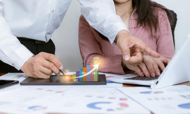 Technologia analizy wykresów pracy biznesowej zysków i celów biznesowych na giełdzie