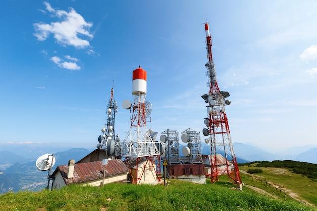 Technologia na wieży telekomunikacyjnej gsm