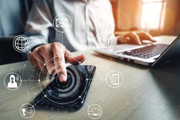 Technologia omni channel w handlu detalicznym online.