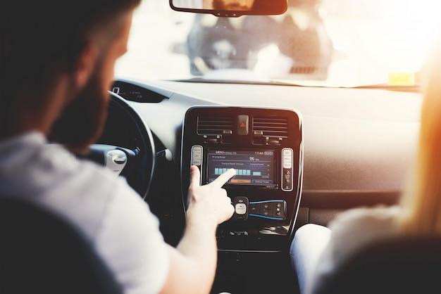 Technologia przyszłości nowoczesny samochód elektryczny