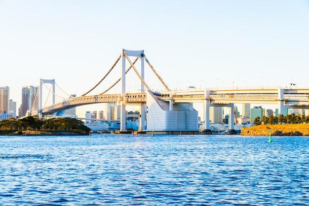 Tęcza most w tokio mieście przy japonia