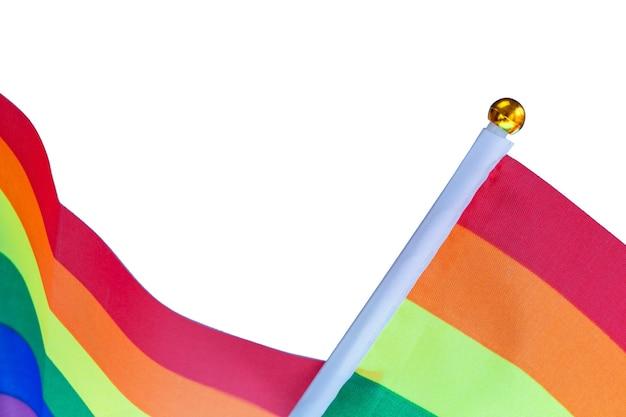 Tęczowa flaga w jasnych kolorach oznacza prawa człowieka i dumę gejowską lgbt