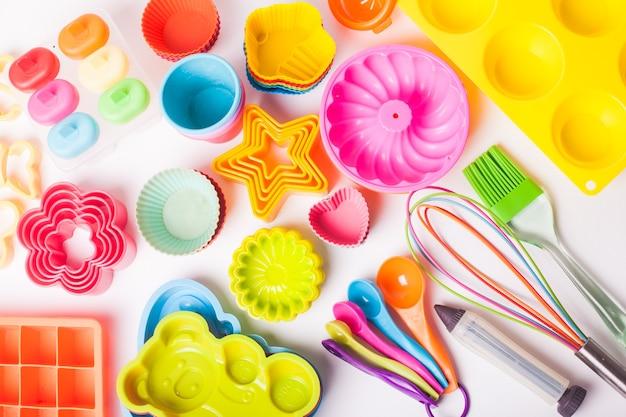Tęczowe silikonowe przybory cukiernicze