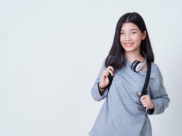 Teen girl podczas słuchania muzyki