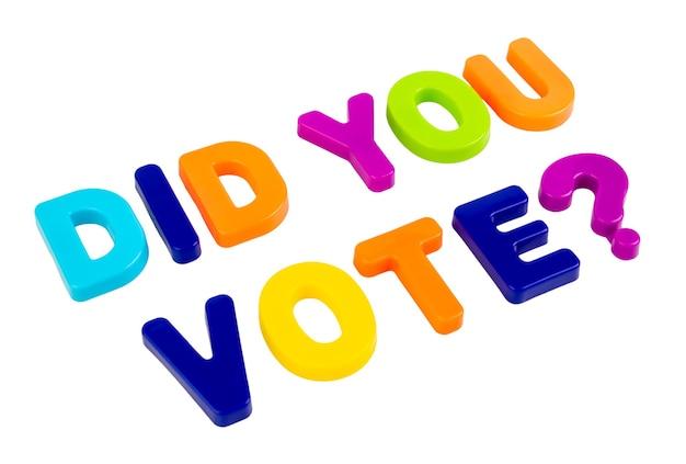Tekst czy głosowałeś napisany plastikowymi literami na białym tle