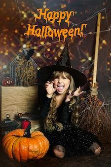 Tekst gratulacyjny szczęśliwego halloween na zdjęciu przedszkole dziewczyna straszy ekspresja emocji zła l...
