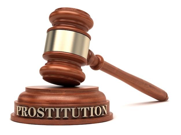 Tekst o prostytucji na bloku dźwiękowym i gavel